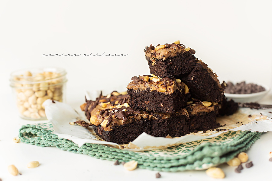Corina Nielsen- Live Fit Snickers Brownies 6